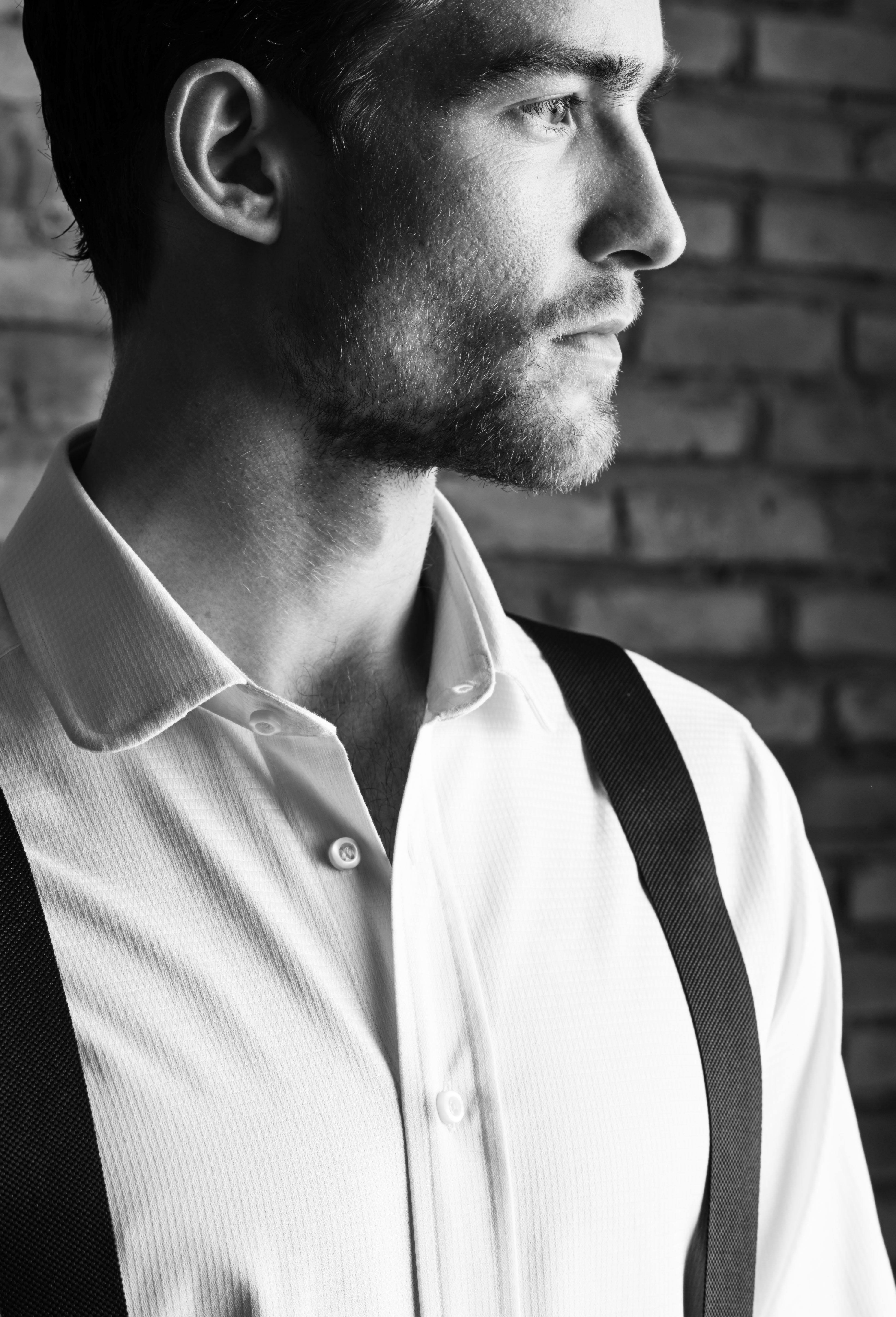 Il fascino della camicia bianca da uomo