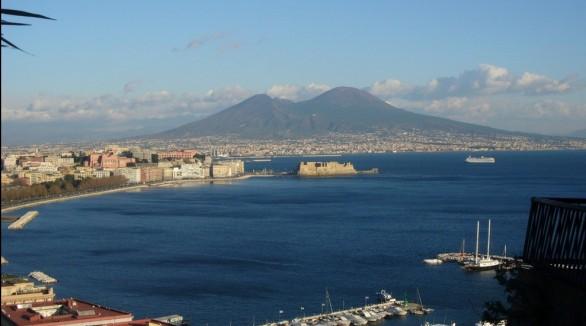 golfo-di-napoli-586x326 - Mrs. Noone di Carmen Vecchio  94339b3990862